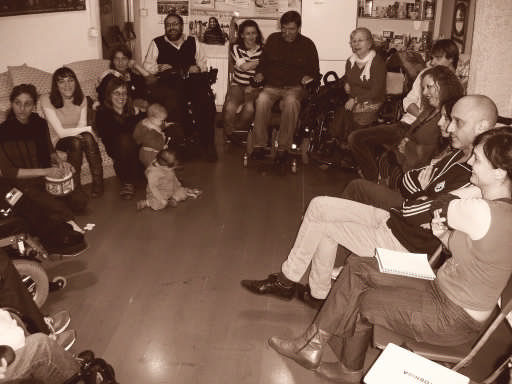 Reunión en la Eskalera Karakola [Clic para ampliar la imagen]
